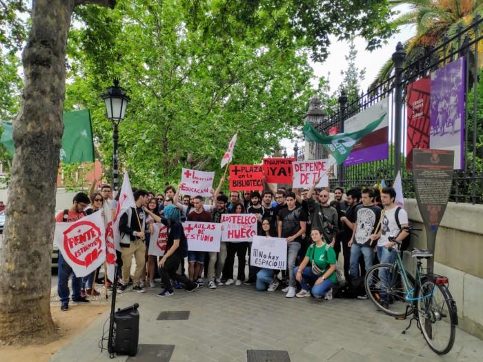 Protesta de estudiantes con el apoyo de CTI ySAT.