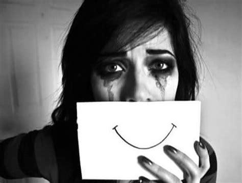 sonrisa triste
