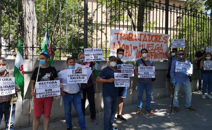 Cuarta jornada de Huelga del los trabajadores del CAU en la Universidad deGranada.