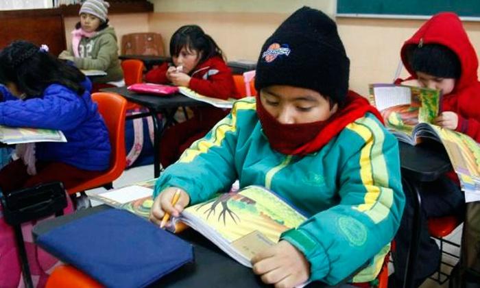 Las familias C.P. del Andrés Segovia protestan ante el excesivo frío en las aulas delcolegio.