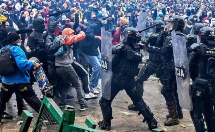 """Manifiesto sindical: """"Por la paz, la vida y la democracia en Colombia""""."""